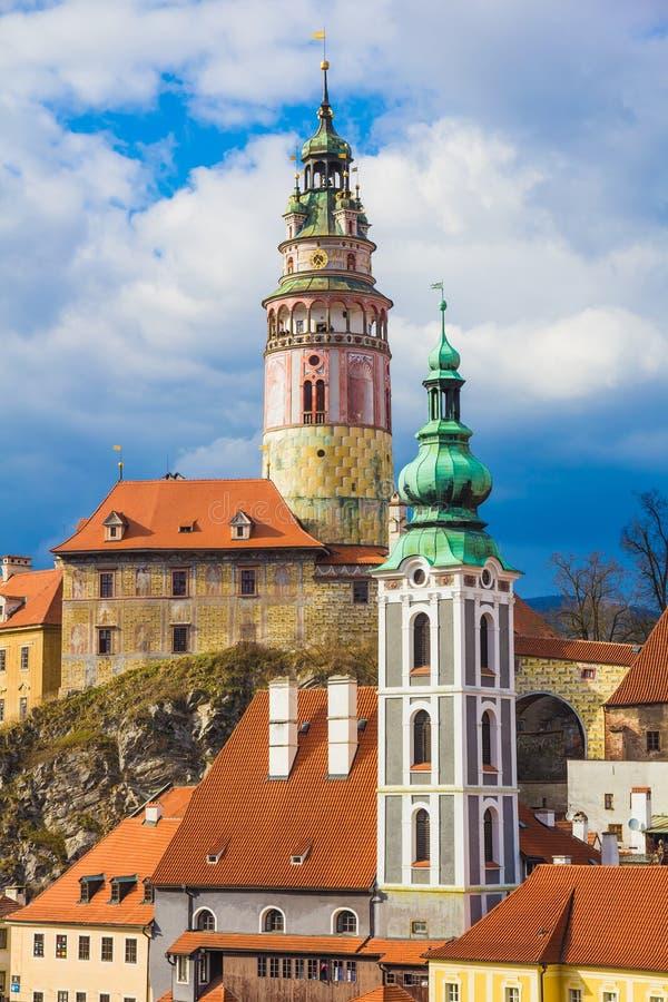 Schloss Cesky Krumlov mit drastischem stürmischem Himmel, Tschechische Republik stockfotos