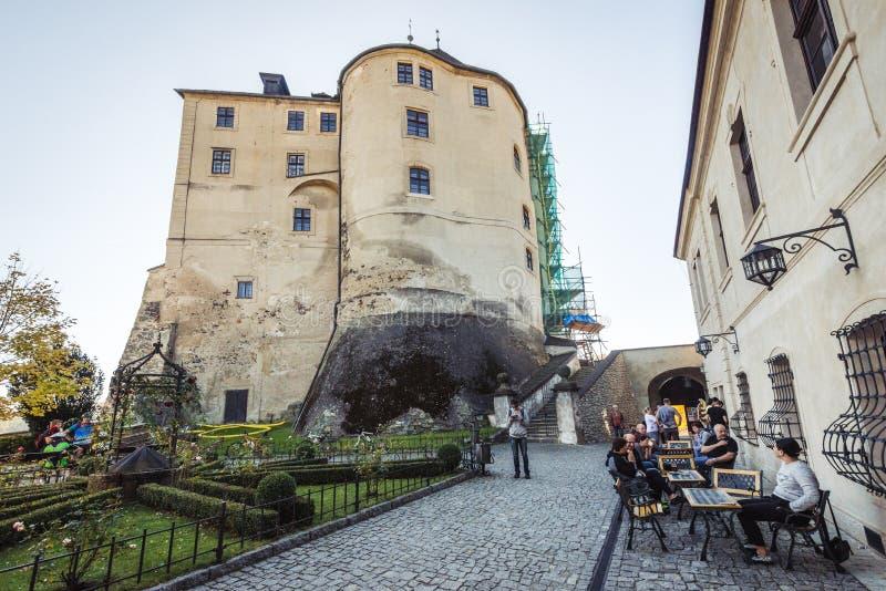 Schloss Cesky Sternberk, Tschechische Republik lizenzfreie stockbilder
