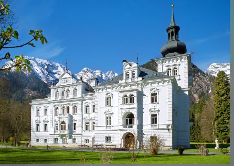 Schloss in den Alpen, Lofer, Österreich lizenzfreies stockfoto