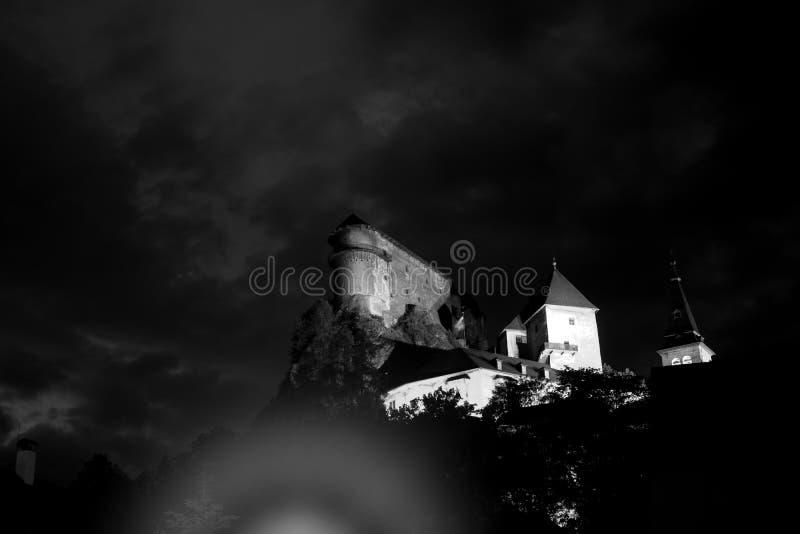 Schloss in der Nacht stockfoto