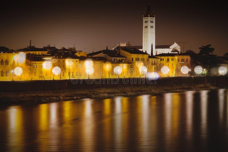 Schloss in der Nacht stockbild
