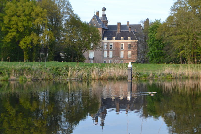 Schloss in Fluss Oude IJssel stockbild