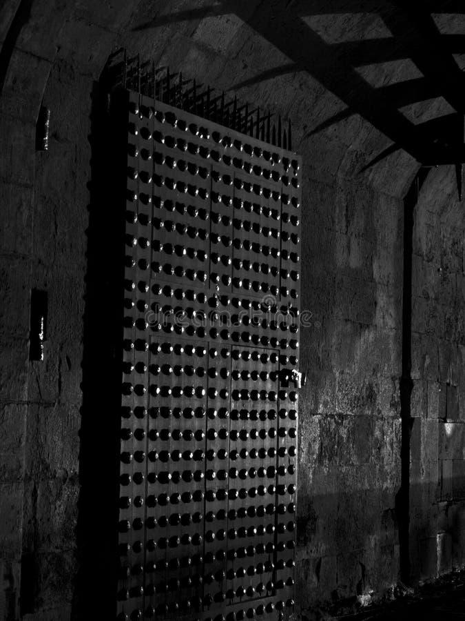 Schloss-Gatter nachts lizenzfreie stockbilder