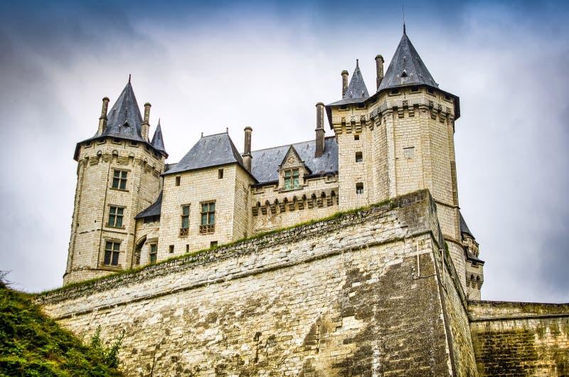 Schloss in Gennes Val de Loire, kleines französisches Dorf gelegen nordwestlich von Frankreich lizenzfreie stockbilder