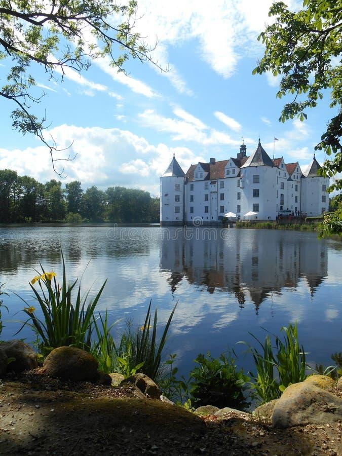 Schloss in GlÃ-¼ cksburg in Deutschland lizenzfreie stockfotografie