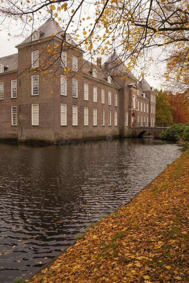 Schloss Heeze in der Herbstatmosphäre stockfotografie