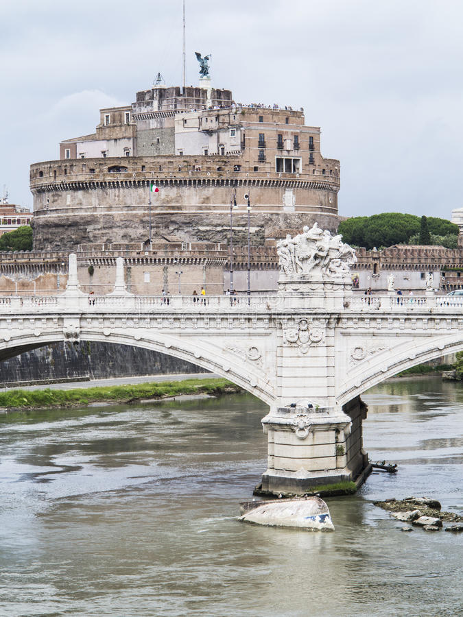 Schloss-Heiliges Angelo Brücken-Vittorio Emanueles II stockfotografie