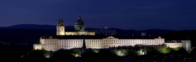Schloss Melk in Österreich - Nacht stockbild