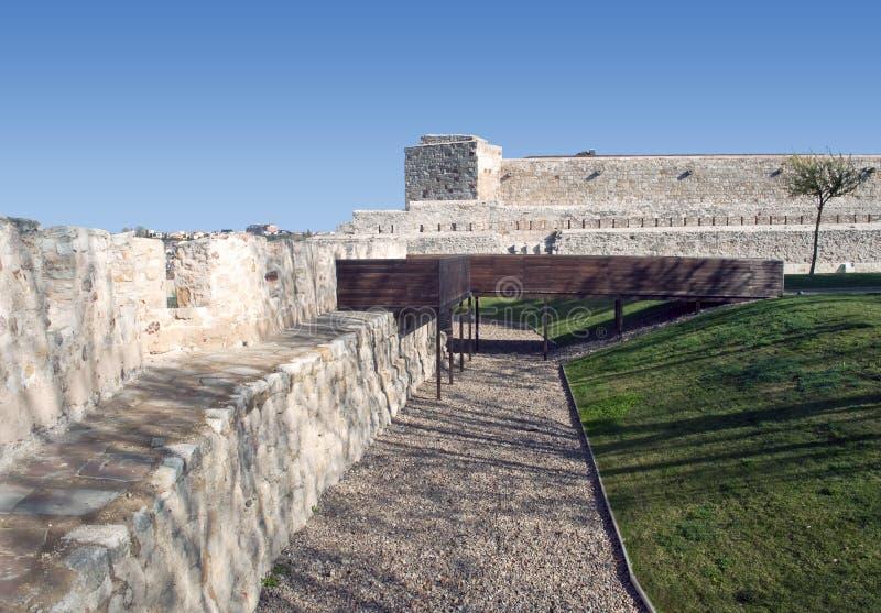 Schloss mit Garten lizenzfreies stockbild
