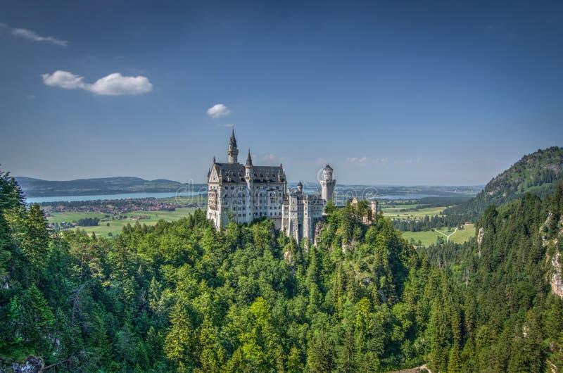 Schloss Neuschwanstein slott royaltyfri bild