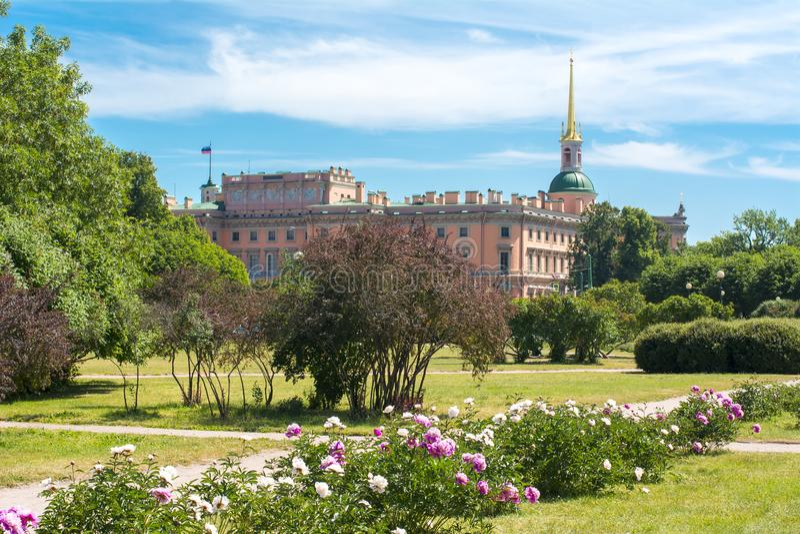 Schloss oder Ingenieure St- Michael` s Schloss Mikhailovsky ` Schloss und Feld von Mars, St Petersburg, Russland stockbild