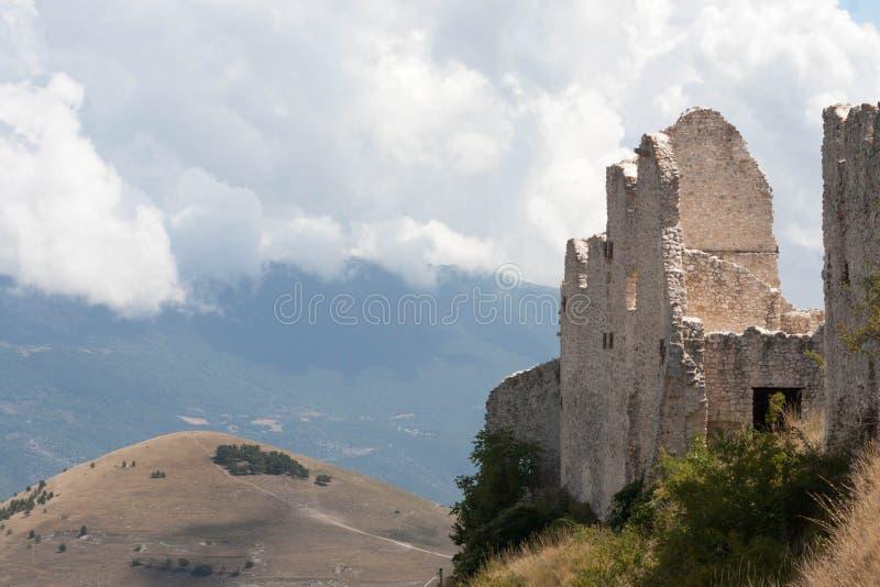 Schloss Parco Nazionale Del Gran Sasso lizenzfreie stockbilder