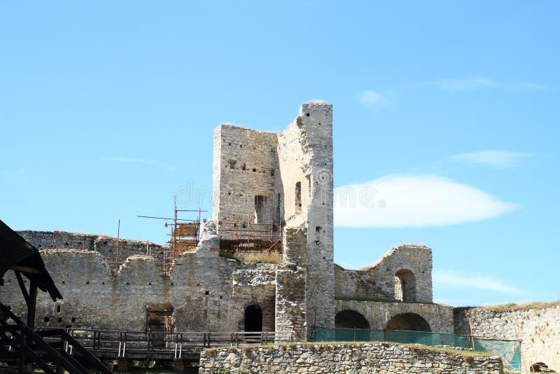 Schloss Rabi in der Rekonstruktion lizenzfreie stockfotos
