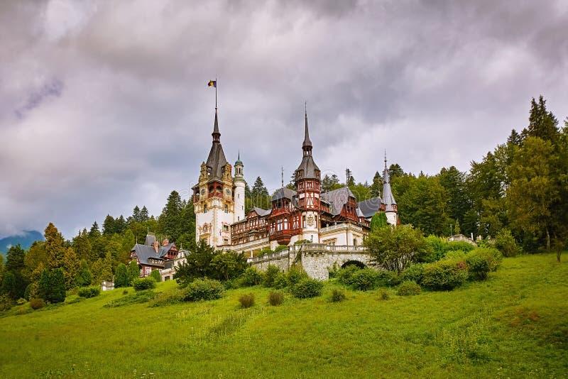 Schloss in Sinaia lizenzfreies stockbild