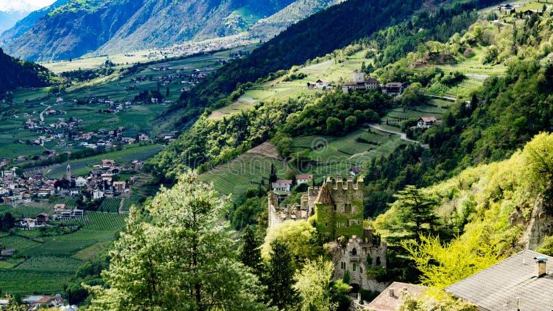 Schloss Tirol stockfotos