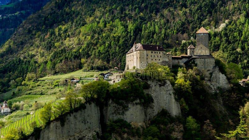 Schloss Tirol lizenzfreie stockfotos