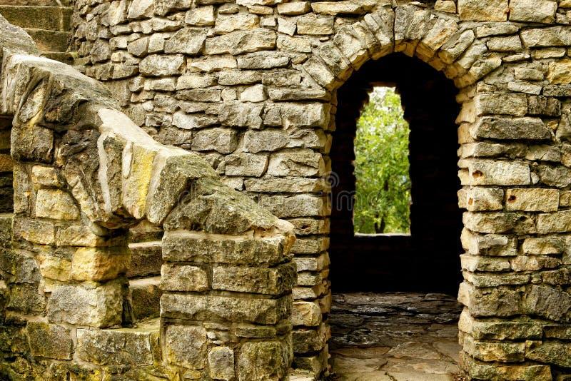 Schloss-Treppenhaus, Tür und Fenster stockbilder