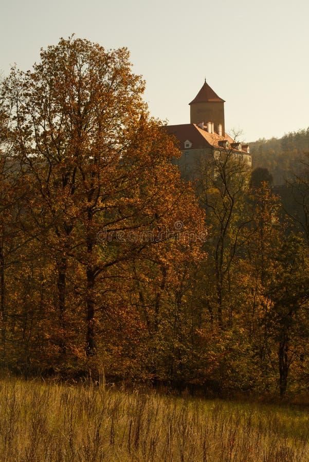 Schloss Veve?í am Herbsttag lizenzfreie stockfotografie