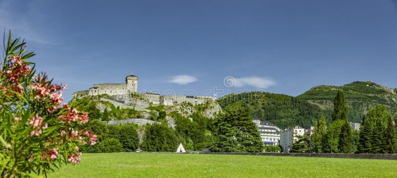 Schloss von Lourdes in Frankreich stockfotografie