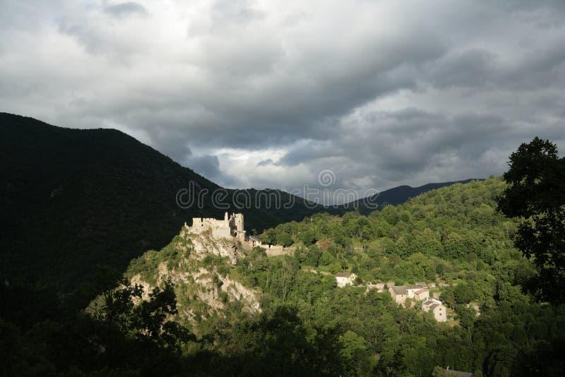Schloss von Usson, Frankreich stockbild