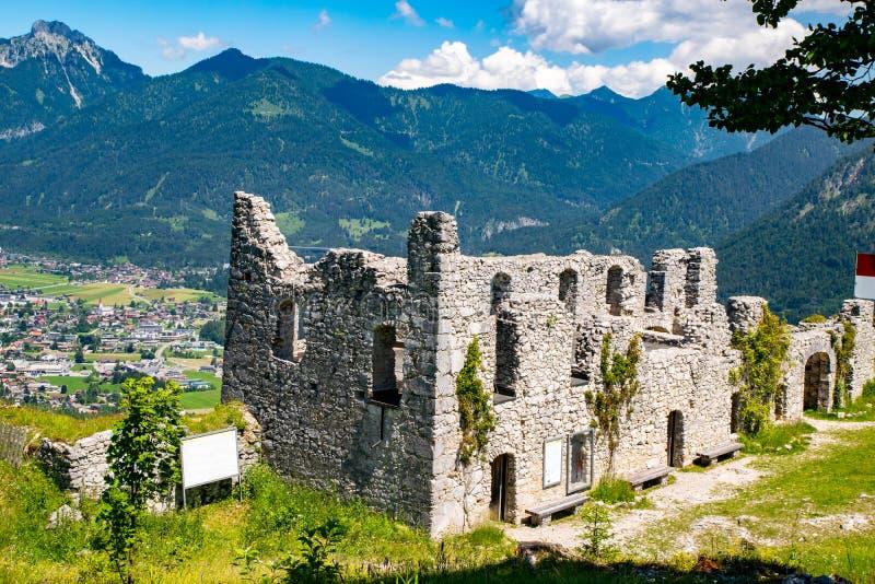 Schlossberg-Schloss-Welt Ehrenberg in Reutte lizenzfreies stockfoto