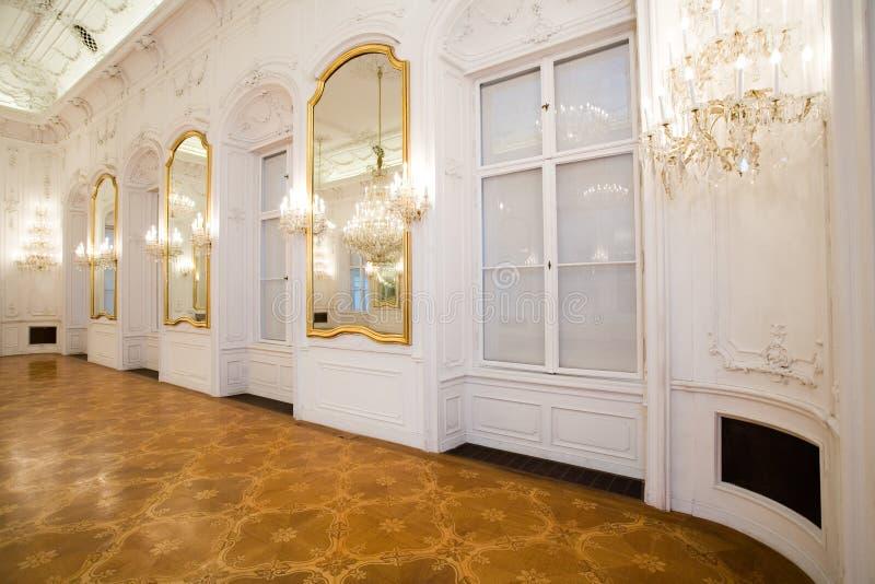 Schlossinnenraum, Spiegelraum lizenzfreie stockfotografie