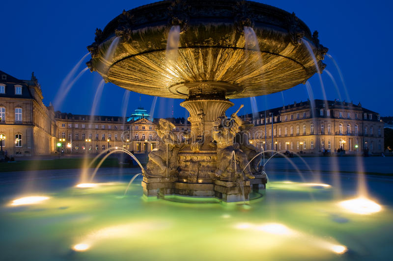 Schlossplatz喷泉在斯图加特,德国 免版税库存照片