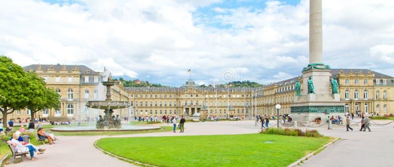Schlossplatz in der Mitte von Stuttgart, Deutschland lizenzfreie stockfotografie