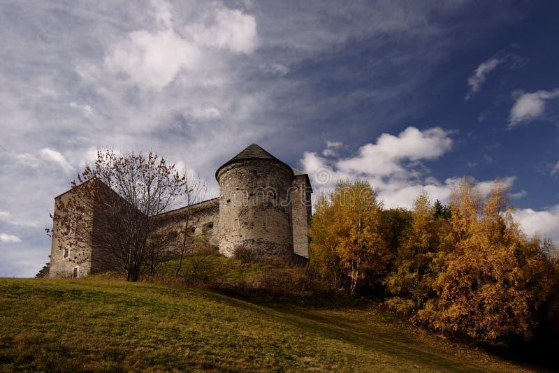Schlossruinen lizenzfreie stockbilder