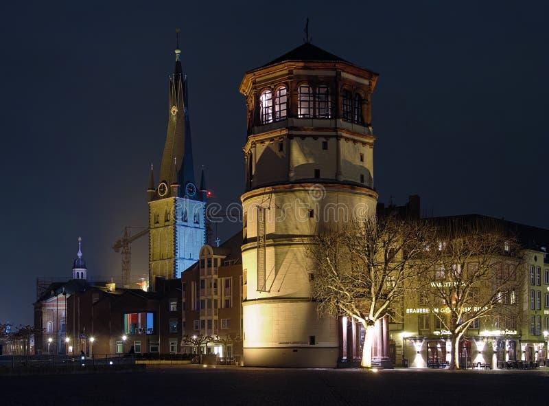 Schlossturm y basílica del St. Lamberto, Düsseldorf imagenes de archivo