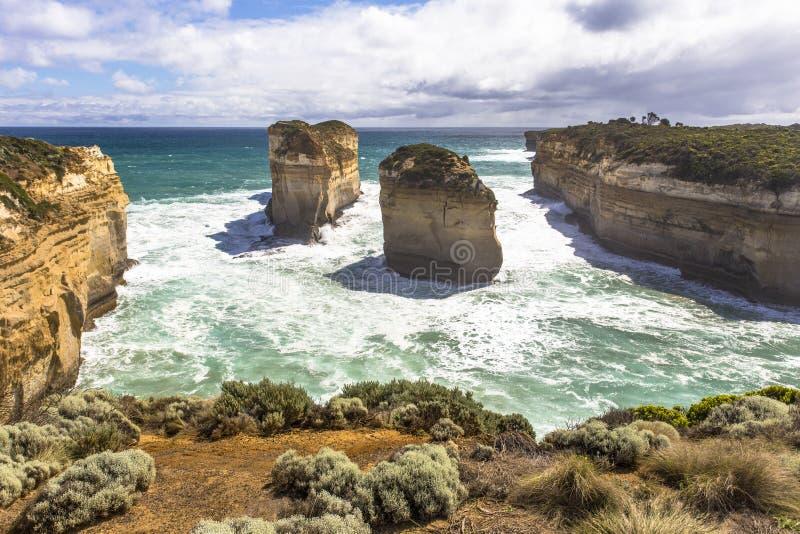 Schlucht und Insel Loch Ard wölben sich von Tom u. Eva Lookout Australia Great Ocean-Straßen- und -umgebungsseeozeane und -klippe lizenzfreie stockbilder
