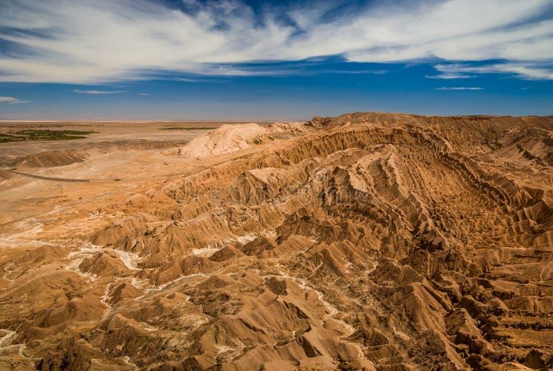 Schluchten und Berge - Mondlandschaft an Atacama-Wüste, Valle-De-La Luna, San Pedro de Atacama, Chile lizenzfreie stockbilder