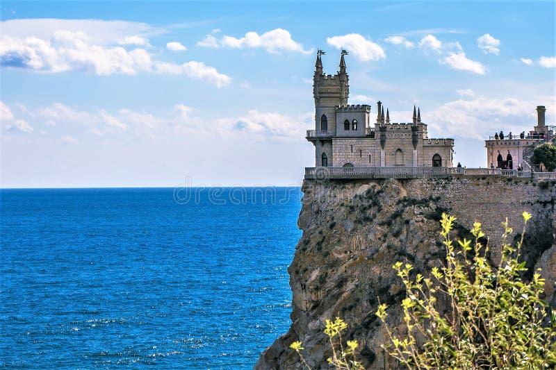 Schlucken Sie ` s Nest-Schloss auf einem Felsen yalta Gaspra krim stockfotografie