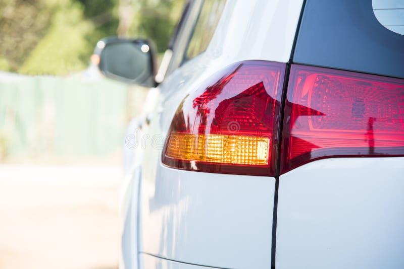 Schlusssignal des Autos orange heller Blinker vor Drehungsfahrzeug zur linken Richtung safty Antriebskonzept ohne Unfall lizenzfreies stockbild