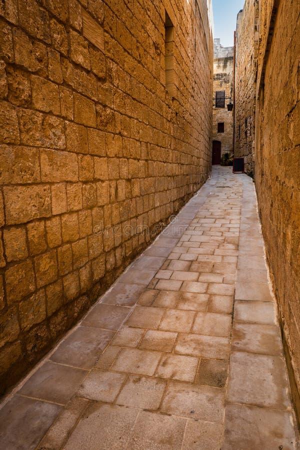 Schmale Alley in der Altstadt von Mdina in Malta stockfotografie