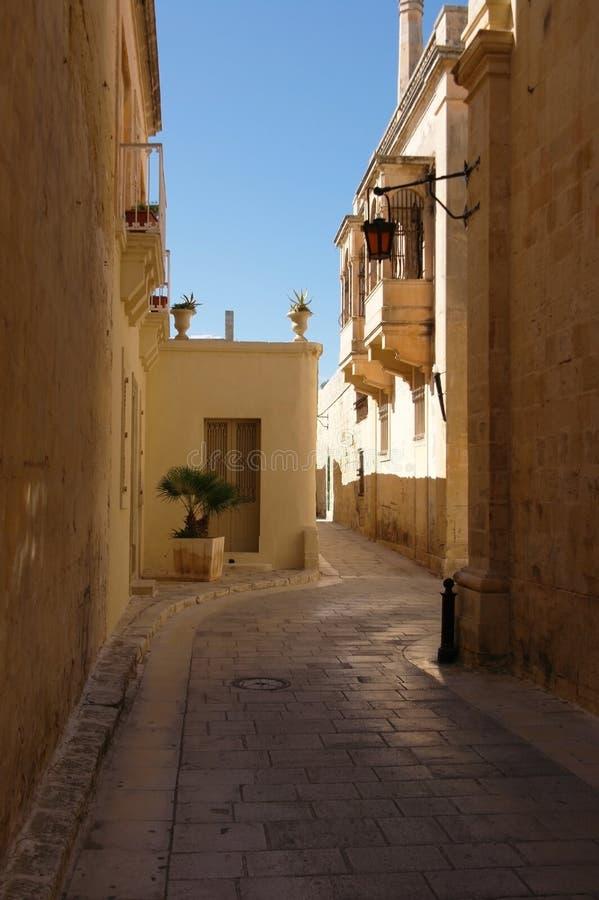 Schmale mittelalterliche Straße in Medina, Malta stockfoto