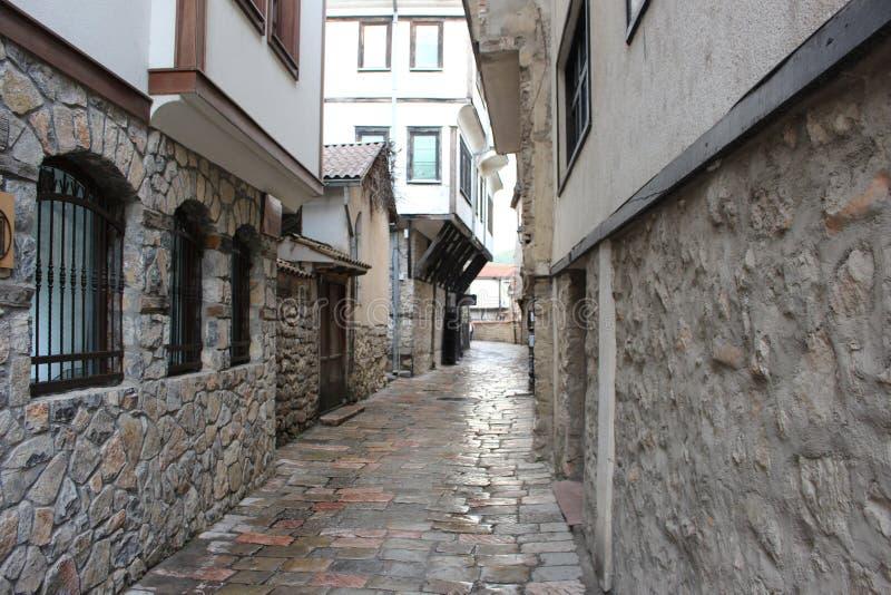 Schmale Straße bei Ohrid stockbilder