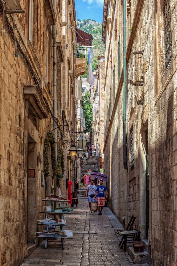 Schmale Straße in Dubrovnik, Kroatien lizenzfreies stockbild