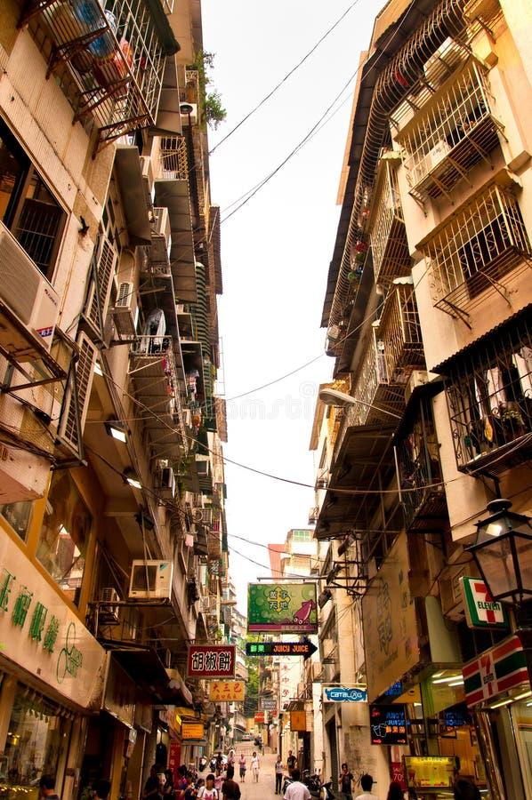 Schmale Straße in Macau, China lizenzfreies stockbild