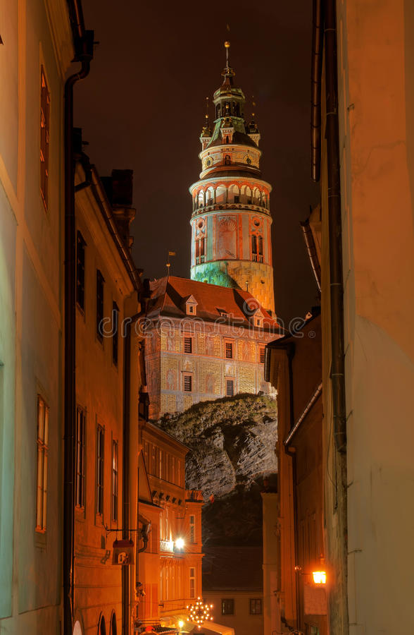 Schmale Straße von Cesky Krumlov lizenzfreies stockbild