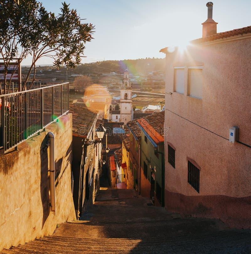Schmale Straßenansicht der Stadt Chella Valencia Spain stockfotografie