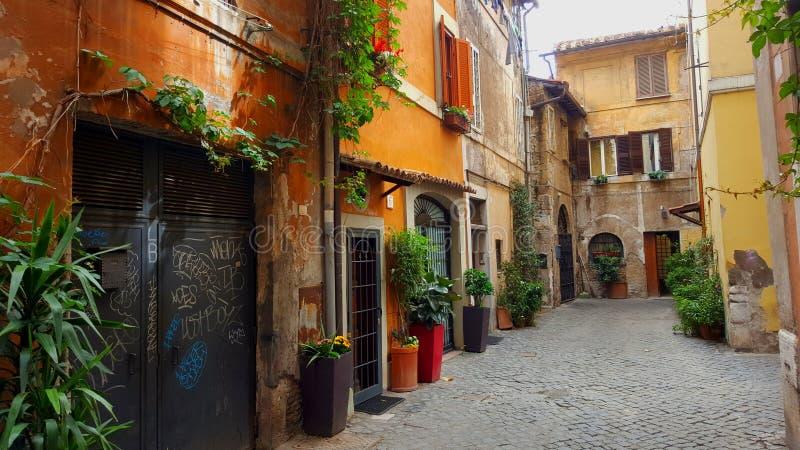 Schmaler Durchgang, Trastevere, Rom, Italien lizenzfreie stockfotografie
