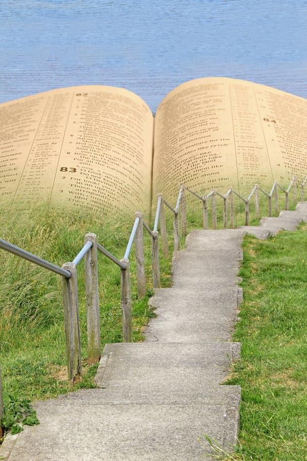 Schmaler Weg der Bibel zum ewig Leben lizenzfreies stockbild