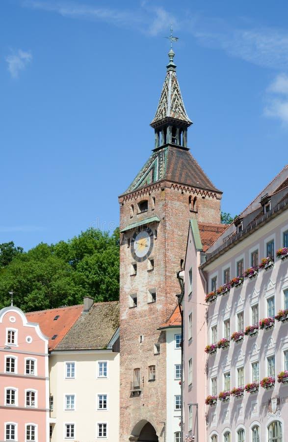 Schmalzturm-Turm von Landsberg in dem Fluss Lech lizenzfreie stockfotos