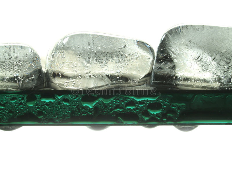 Schmelzende Eiswürfel lizenzfreie stockfotos