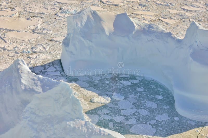 Schmelzendes Eis über dem Grönland lizenzfreie stockfotos