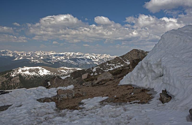 Schmelzendes Eistal auf Mt Evans, Colorado stockbilder