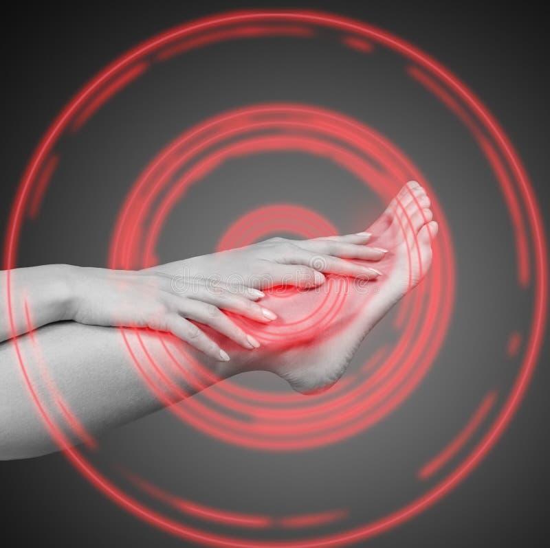 Schmerz im Knöchel stockbilder