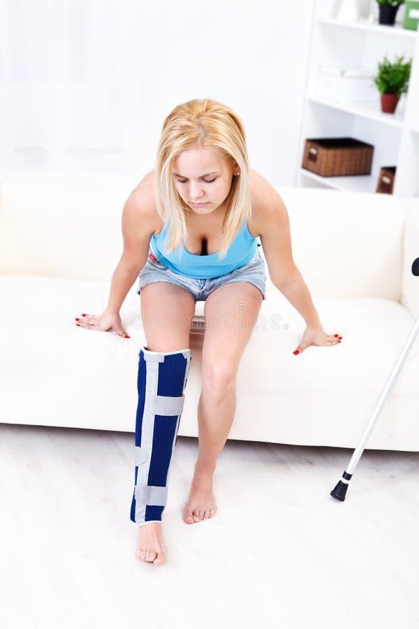 Schmerzliche Fahrwerkbeinverletzung lizenzfreies stockfoto