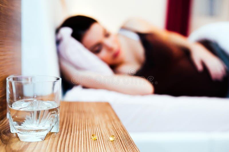 Schmerzpillen während der Schwangerschaft lizenzfreie stockbilder
